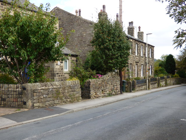 Embsay:  Houses on Pasture Road.