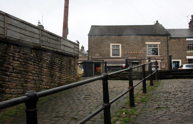 Cobbled alley to Kinder Road