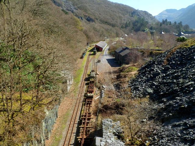 Narrow gauge railway towards Gilfach Ddu station