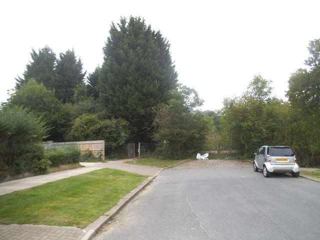 Masefield Avenue at the entrance to Bentley Priory