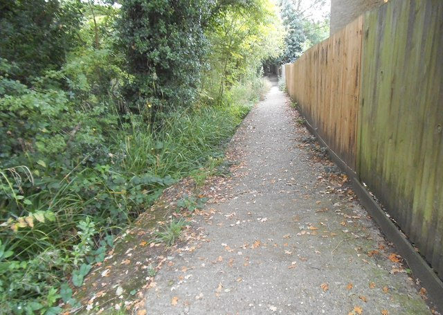 Path from Masefield Avenue to Clamp Hill
