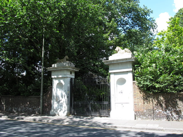 Gated entrance to the private gardens of Park Terrace, Union Road, BN2