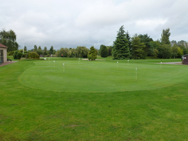 Putting green at Lakeside Lodge Golf Centre