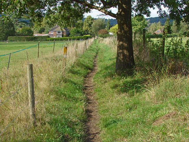 Footpath approaching Great Tangley Manor