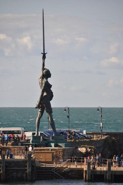 Ilfracombe : Promenade Pier & Sculpture