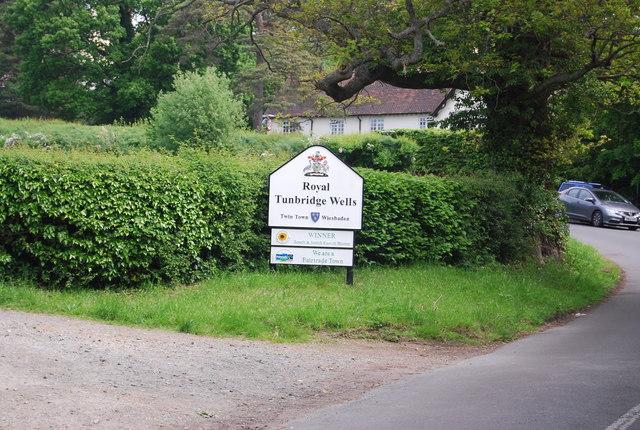 Entering Tunbridge Wells, High Rocks Lane
