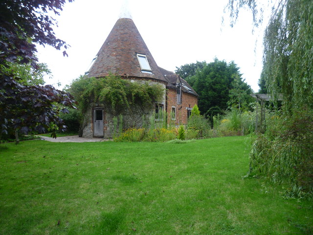 Oast house at Elvey Farm near Pluckley