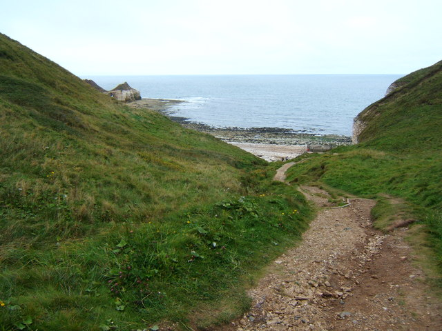 Path down to Thornwick Bay
