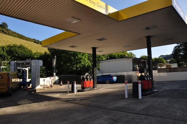 Hele : Premier Petrol Station