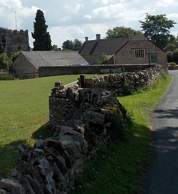 Cotswold stone wall in Miserden