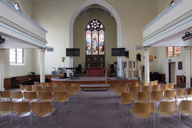 St John the Baptist, Hampton Wick - East end