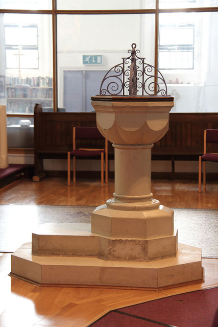 St Peter, London Road, Norbiton - Font