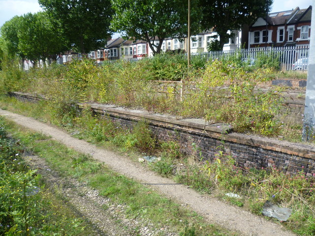 The disused milk train platforms at West Ealing