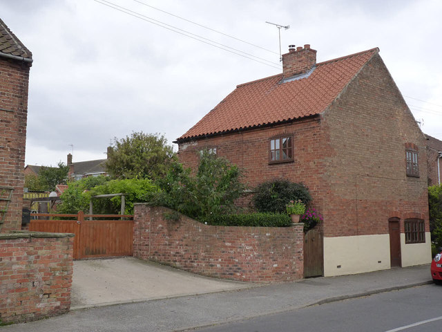 Cottage on Main Street