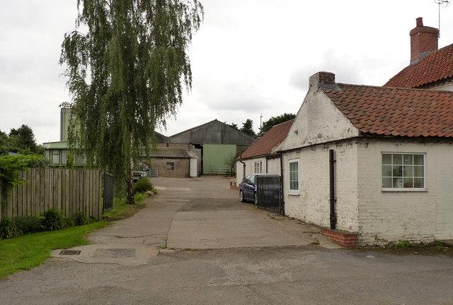 Levlox Farm, Main Street