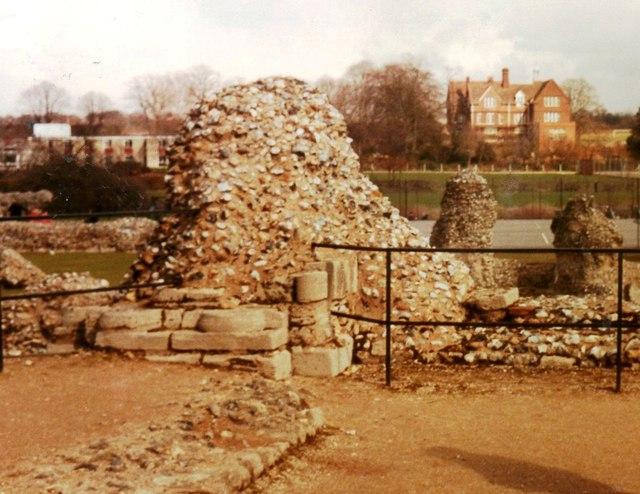 Ruins in Abbey Gardens in 1986