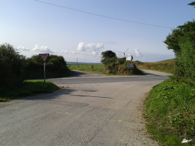 Road junction and wind turbine