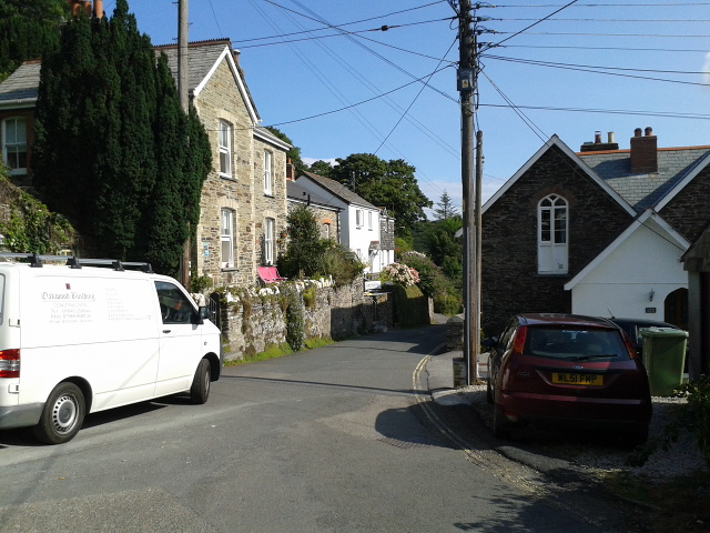 Houses and cars in Boscastle