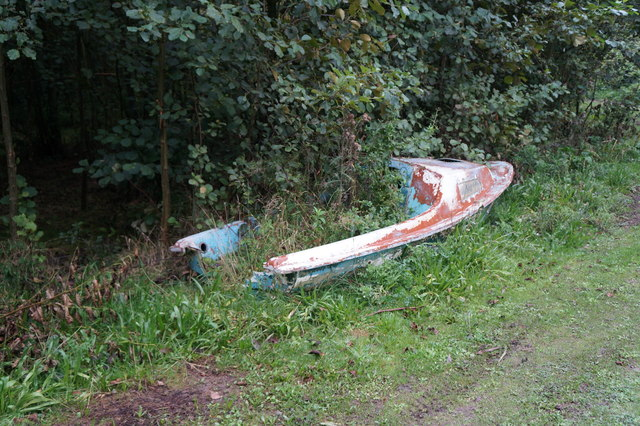 Disused boat at Mount Pleasant West Wood