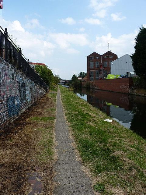 Towpath back towards Golden Hillock Road