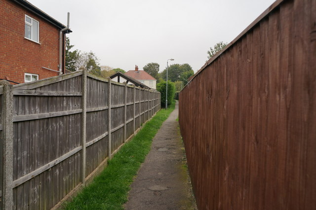 Footpath leading to Louth Road, Holton le Clay