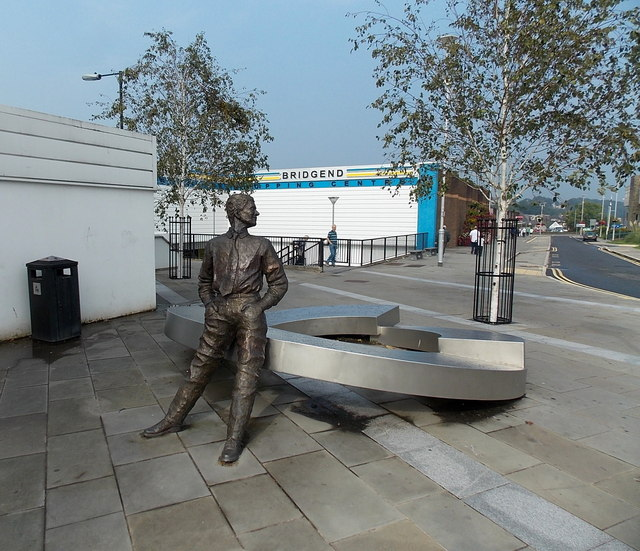 Standing sculpture in Cheapside, Bridgend