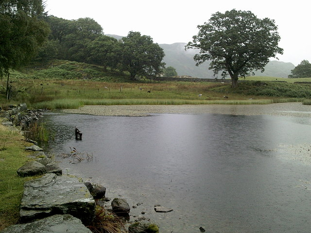 Looking along the dam at Baysbrown Tarn