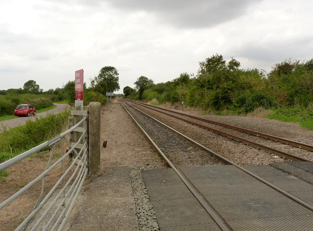 Looking north west from the crossing at Broad Lane
