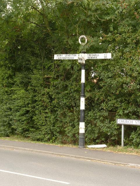 Fingerpost, Church Street/Retford Road