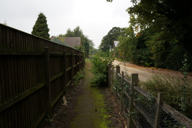 Footpath off Humberston Avenue, New Waltham