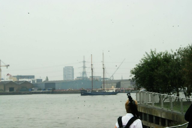 View of de Gallant rounding the corner into Greenwich Peninsula