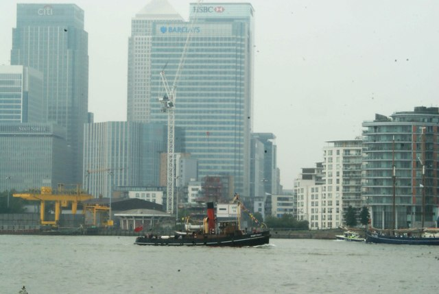View of Portwey passing Canary Wharf