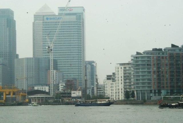 View of de Gallant passing Canary Wharf