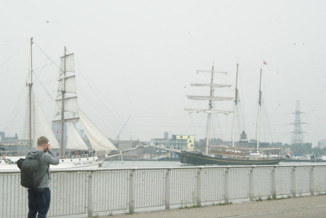 View of Loth Lorien and Gulden Leeuw passing at Greenwich Peninsula