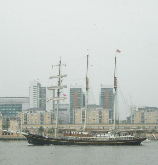 View of Gulden Leeuw rounding the corner into Greenwich Peninsula #2