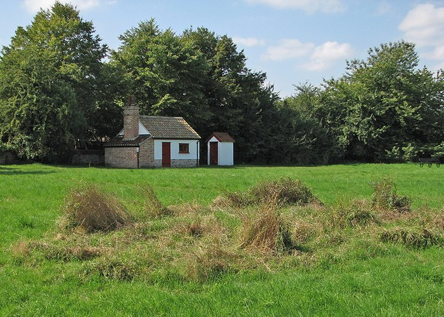 Haslingfield: bakehouse and privy at Wellhouse Meadow