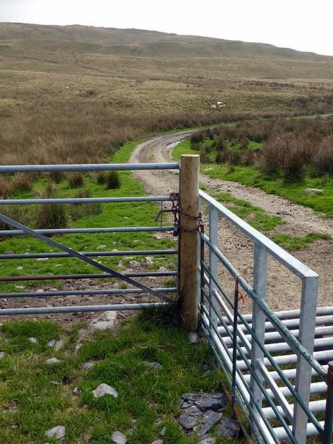 Locked gate on the bridleway to Llechwydd-mawr