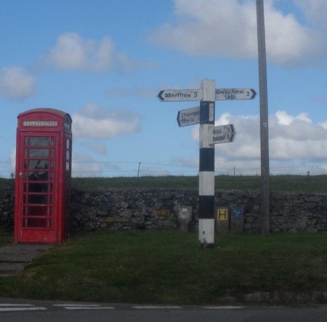 Arwyddbost ger Dothan / Signpost near Dothan