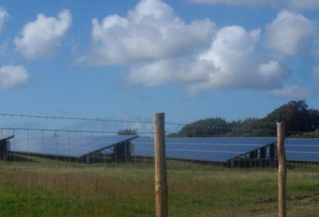 Paneli solar yn Nhai Moelion / Solar panels at Tai Moelion