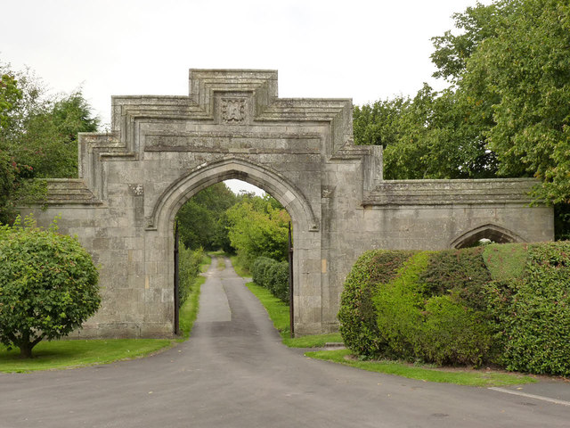 Gateway to the Manor House, Rampton