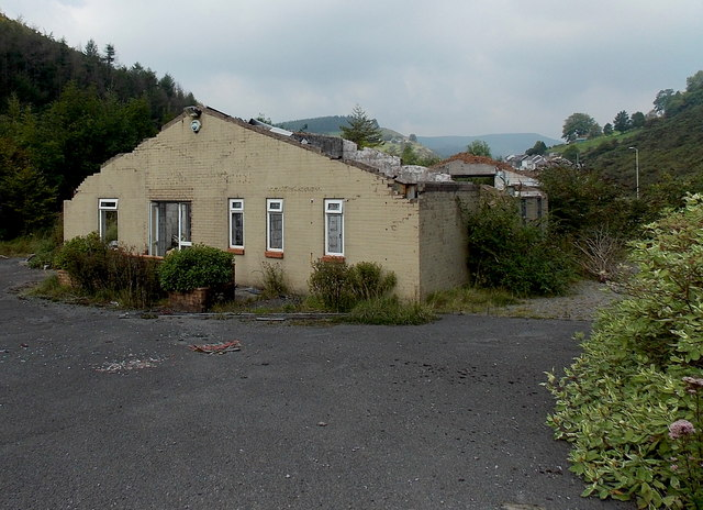 Remains of a roadside building south of Pant-y-Gog