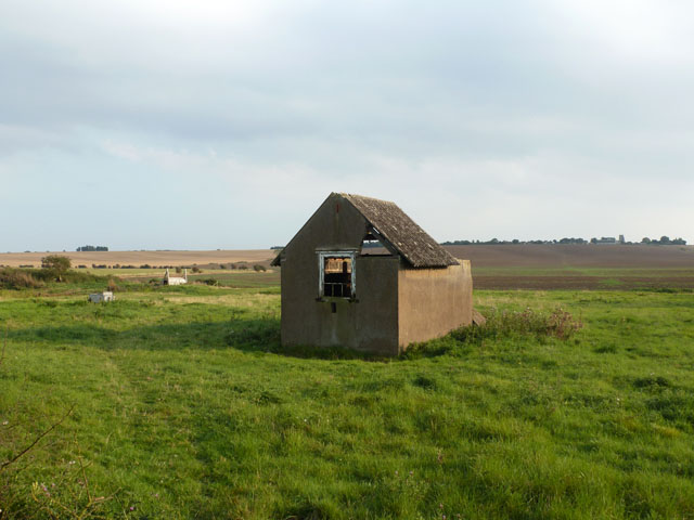 Derelict pump house, Upper Raypits Farm