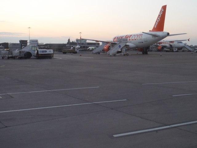 Bristol International Airport : Tarmac & Planes