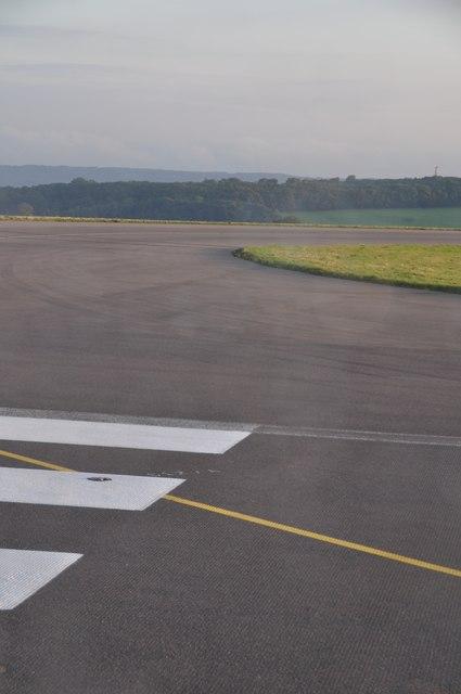Bristol International Airport : Taxiway