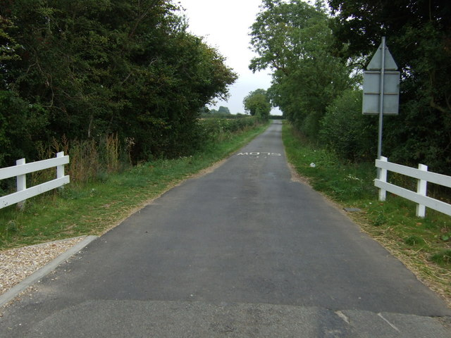 Lane towards Linwood
