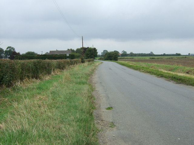 Lane towards Lissington