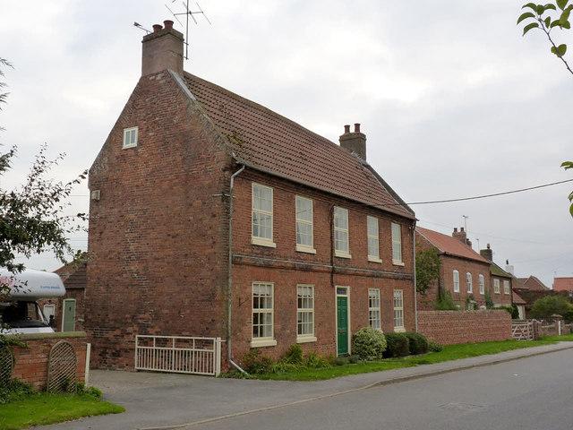 Binge Farmhouse, Main Street