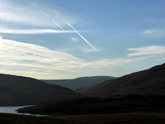 Vapor trails over Llechwedd-mawr