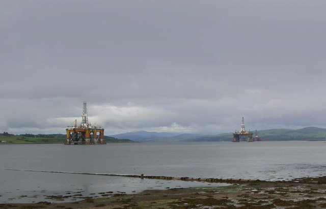 Mud, sea and Oil Rigs