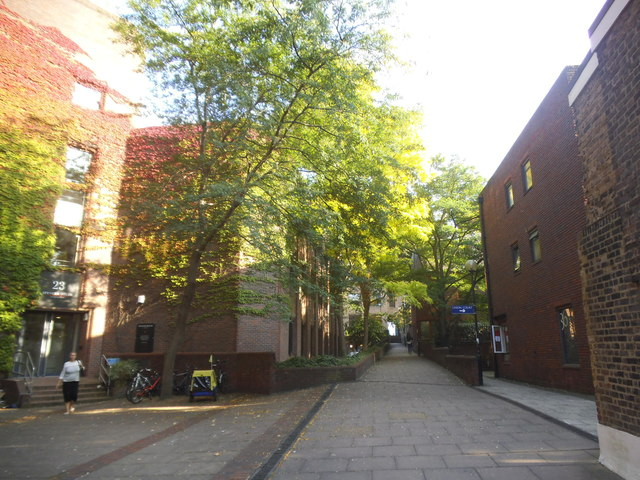 Courtyard between Sheen Road and Paradise Road
